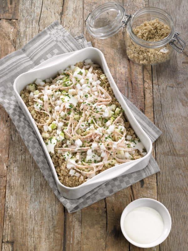 Quinoa salade met kalkoenham, appel, rammenas en creamy basisvinaigrette